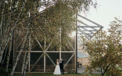 Niebanalna sesja ślubna w klimacie slow life – Stodoła Wszystkich Świętych zwana Oczyszczalnią