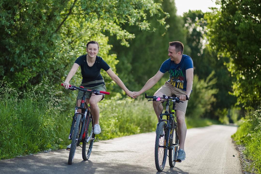 028 wiosenna sesja narzeczenska rower
