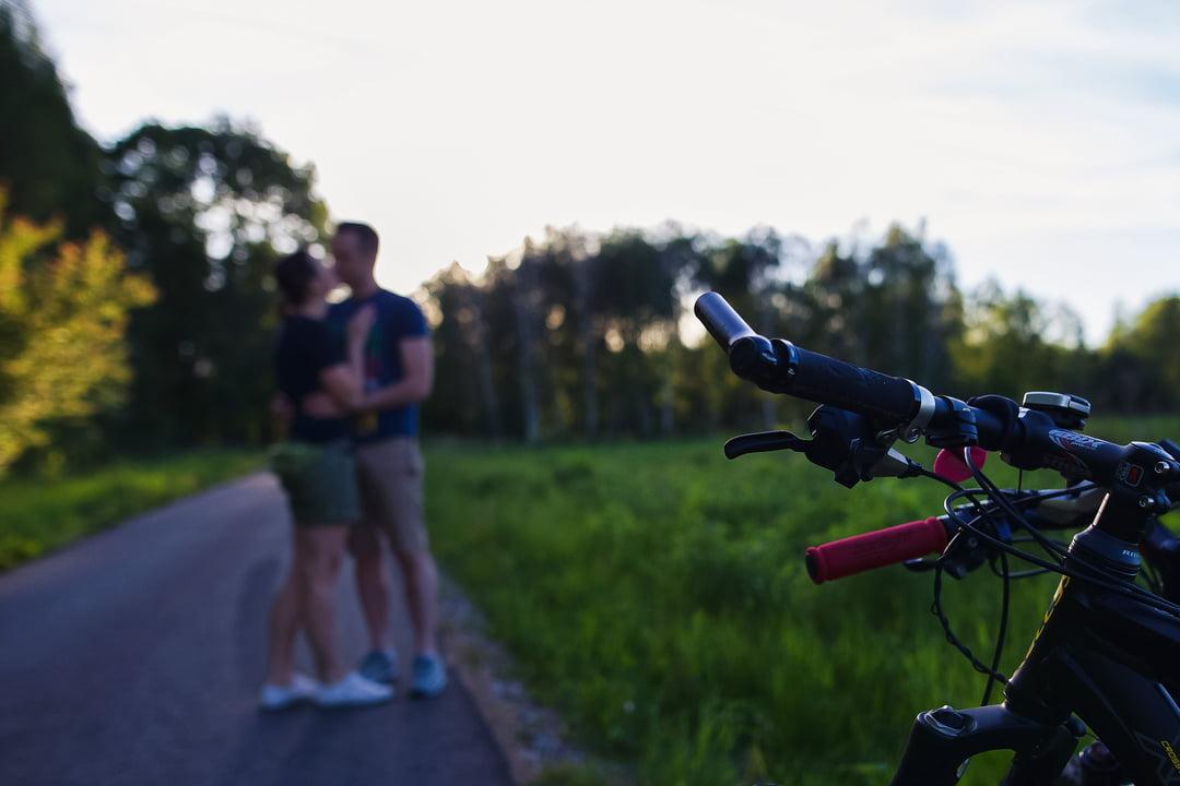 041 wiosenna sesja narzeczenska rower