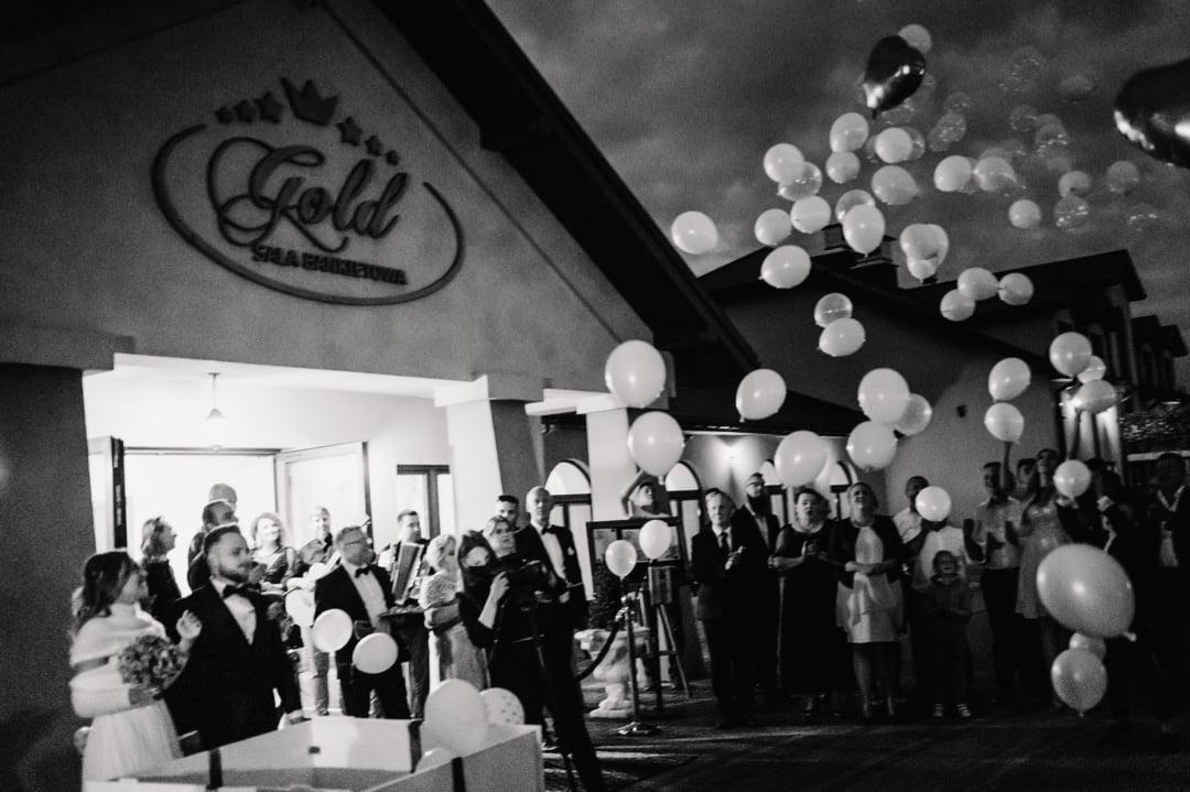 058 467 podswiatlo pl Balony w dniu ślubu